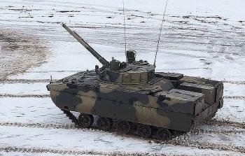 Xe thiết giáp Nga nã nhầm hỏa lực vào trung tâm thương mại do bất cẩn
