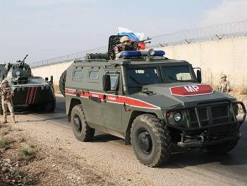 Xe bọc thép của Nga trúng tên lửa chống tăng tại khu vực do phe nổi dậy kiểm soát