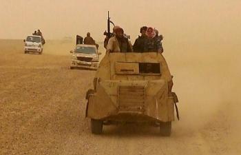 Các tay súng bắn tỉa IS ẩn mình trong khu vực núi đá bất ngờ phục kích, quân đội Syria thương vong nặng nề