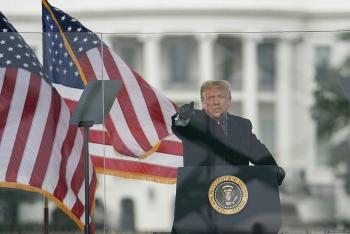 Hơn nửa dân Mỹ muốn phế truất Tổng thống Trump, 190 Nghị sĩ tổ chức soạn điều khoản