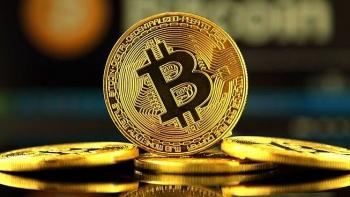 Bitcoin rơi tự do, nhiều rủi ro cho nhà đầu tư