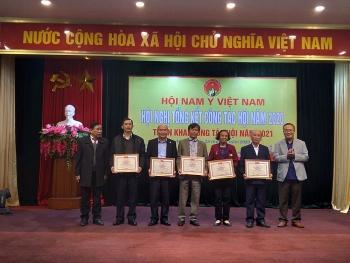 Nhiều tập thể và hội viên nhận bằng khen của Hội Nam y Việt Nam