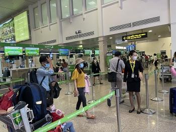 Lịch trình di chuyển và tiếp xúc của Nhân viên sân bay Tân Sơn Nhất mắc COVID-19