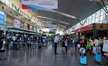 Sân bay tiềm ẩn nguy cơ lây lan COVID-19, Cục Hàng không ra thông báo khẩn