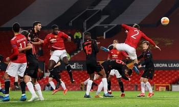 Kết quả bóng đá Cúp C2 châu Âu ngày 26/2: MU suýt gặp họa, Arsenal lách qua khe cửa hẹp