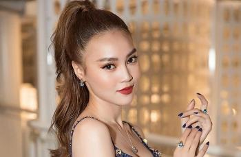 Tin Showbiz Việt ngày 4/3: Ninh Dương Lan Ngọc khoe nhẫn kim cương khủng sau ồn ào lộ clip 'nóng'