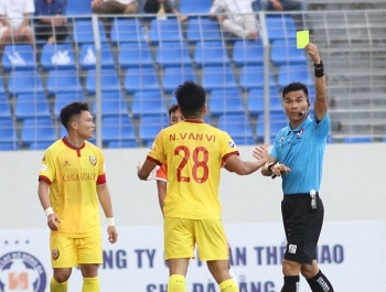 Tin tức bóng đá Việt Nam ngày 14/3:  V-League trở lại, trọng tài tiếp tục là đề tài 'nóng'