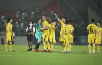 Tin tức bóng đá Việt Nam: HLV Kiatisak bênh vực Xuân Trường vụ nổi nóng với đồng đội