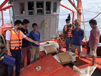 Đoàn Trinh sát số 2 CSB bắt tàu vận chuyển dầu trái phép trên biển