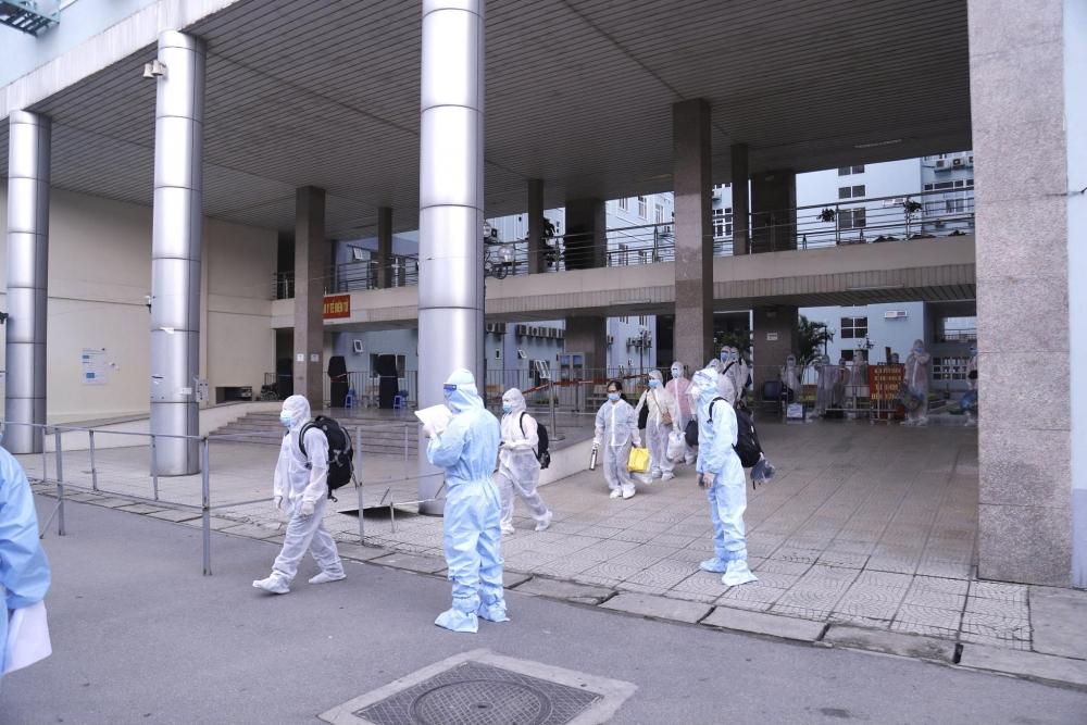 BV K di chuyển 500 bệnh nhân và người nhà đến khu cách ly tập trung