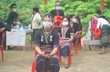 Hàng vạn đồng bào các dân tộc vùng cao Nghệ An náo nức đi bầu cử sớm