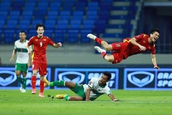 Bị cầu thủ Indonesia chặt chém, Tuấn Anh gặp chấn thương nghiêm trọng