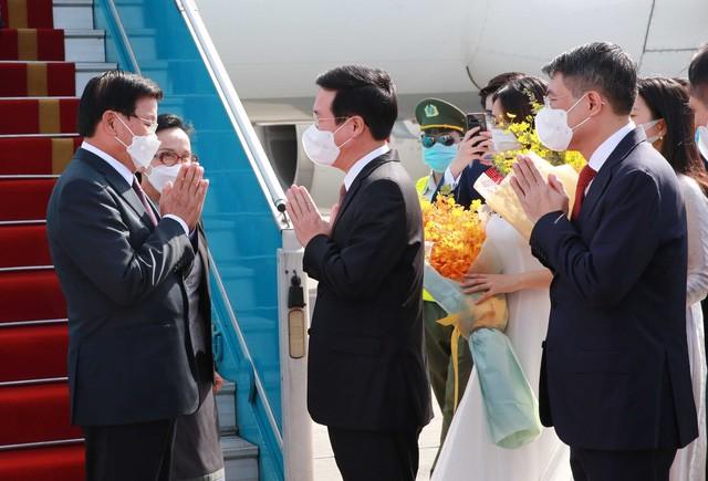 Tổng Bí thư, Chủ tịch nước Lào đến Hà Nội bắt đầu thăm hữu nghị chính thức Việt Nam - Ảnh 1.