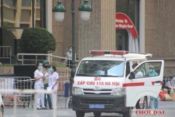 Hình ảnh phong tỏa chung cư Sunshine và ngân hàng liên quan đến nữ bệnh nhân mắc COVID-19 ở Hà Nội