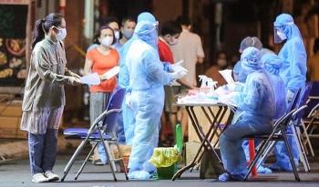 Hà Nội thêm 24 trường hợp mắc COVID-19: Có nhân viên giao hàng và lái xe taxi