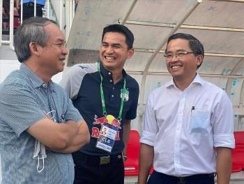 Kiatisak đáp trả tin đồn dời HAGL để dẫn dắt ĐT Thái Lan