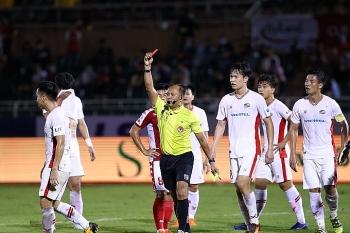 Bóng đá Việt Nam hôm nay (14/10/2020): Trọng tài rút nhầm thẻ đỏ với cầu thủ Viettel