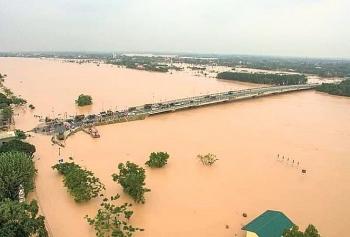 Lũ ở Quảng Trị vượt qua mốc lịch sử, nhiều xã, phường bị ngập sâu