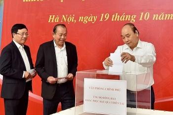 Thủ tướng Nguyễn Xuân Phúc cùng nhiều lãnh đạo chung tay ủng hộ đồng bào miền Trung