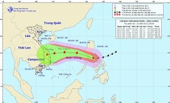 Bão Goni giật cấp 17 tiến nhanh vào Biển Đông, Trung bộ mưa lớn trên diện rộng