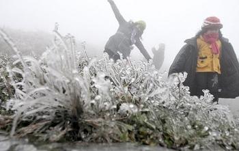 Lên Mẫu Sơn săn tuyết, thú vui của giới trẻ
