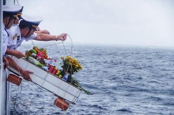 Xúc động lễ tưởng niệm các chiến sĩ hy sinh anh dũng tại quần đảo Trường Sa