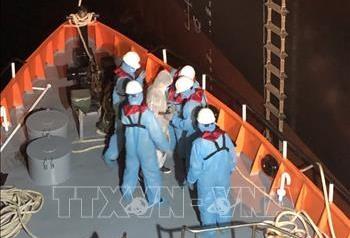 Đưa một thuyền viên nước ngoài gặp nạn trên biển vào bờ an toàn