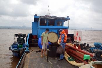 Tạm giữ 25.000 lít dầu DO không rõ nguồn gốc trên vùng biển Hải Phòng
