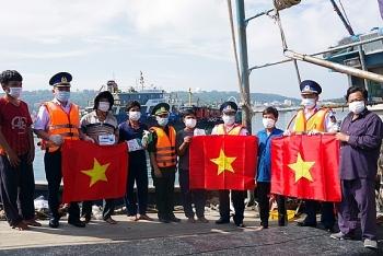 """Chương trình """"Cảnh sát biển đồng hành với ngư dân"""" trên huyện đảo Bạch Long Vĩ"""