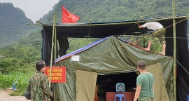 Lính Biên phòng căng mình giữa nắng nóng làm nhiệm vụ phòng, chống dịch Covid-19