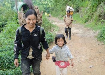 Lửa hồng ở làng cổ vùng biên giới Tây Nguyên