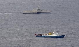 Chiến hạm Mỹ áp sát tàu thăm dò của Trung Quốc trên Biển Đông