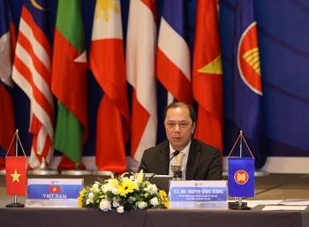 Quan chức Đông Á kêu gọi ASEAN và Trung Quốc kiềm chế căng thẳng ở Biển Đông