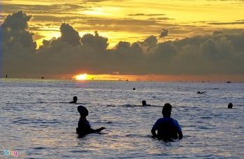 Quảng Ngãi: Bình minh thơ mộng nhô lên từ phía biển
