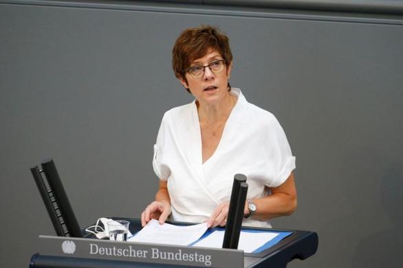 Bộ trưởng Quốc phòng Đức nhắc Bộ trưởng Quốc phòng Trung Quốc về phán quyết Biển Đông - Ảnh 1.