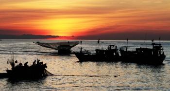Bình minh trên bãi biển Thiên Cầm