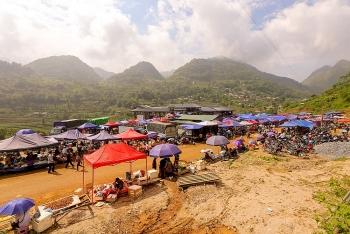 Lào Cai: Nét văn hóa hoang sơ của chợ phiên Cán Cấu