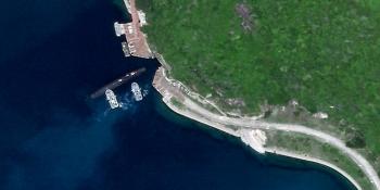 Xuất hiện hình ảnh tàu ngầm Trung Quốc ở lối vào căn cứ bí mật trên Biển Đông