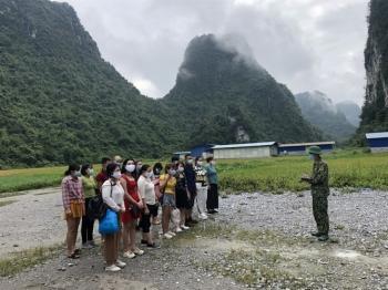 """Lao động """"chui"""" bên Trung Quốc ồ ạt nhập cảnh trái phép vào địa bàn biên giới Cao Bằng"""