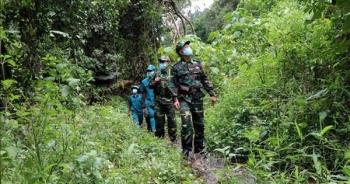 Theo chân người lính chống dịch COVID-19 trên dọc tuyến biên giới
