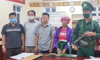 Bắt quả tang 1 phụ nữ Lào vượt biên trái phép mang 4 bánh heroin vào Việt Nam