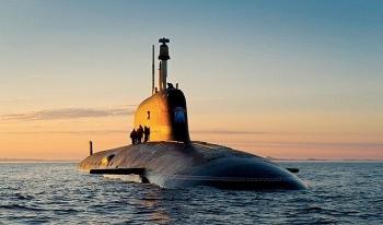 Tàu ngầm của Hải quân Nga nổi gần bờ biển Mỹ