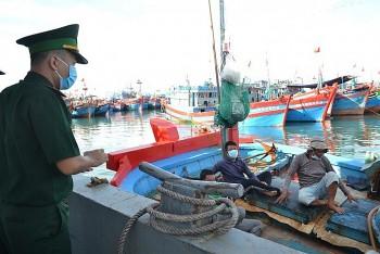 Lý Sơn: Vận động đưa hơn 10 ngư dân đi cách ly tập trung