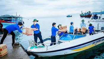 Nha Trang: Mang Tết Trung thu đến với trẻ em nghèo đảo Vũng Ngán