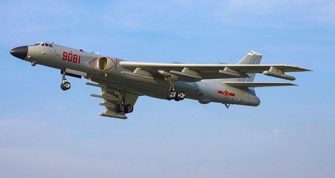 Máy bay ném bom tầm xa H-6 của Trung Quốc tăng cường hoạt động ở Biển Đông gần đây  ẢNH: CHINAMIL.COM.CN