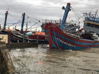 Huế: Nhiều tàu đánh cá bị chìm do bão số 13