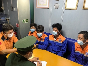 Cứu nạn 4 thuyền viên bị chìm tàu trên biển Vũng Tàu