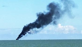 Tàu chở khách từ Cù Lao Chàm bốc cháy giữa biển