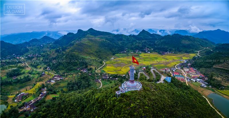 Tác phẩm 'Thiêng liêng cột cờ Lũng Cú' của Nguyễn Minh Tân (TP. Hồ Chí Minh)- giải Nhì