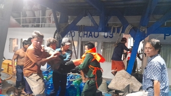 Kiên Giang: Cứu 4 ngư dân bị ngạt khí hầm cá